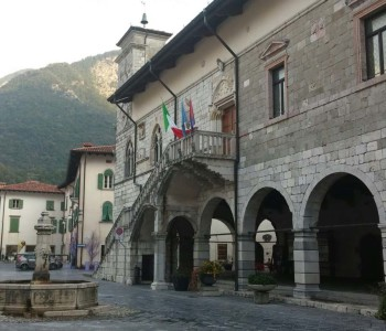 Venzone, Municipio